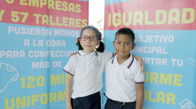 Gobierno de JIPS entrega casi 350 mil uniformes escolares